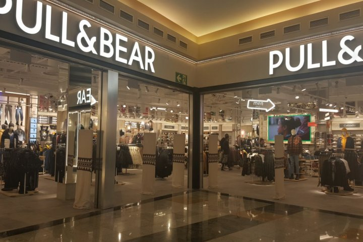 Fachada local Pull&Bear dos mares san javier